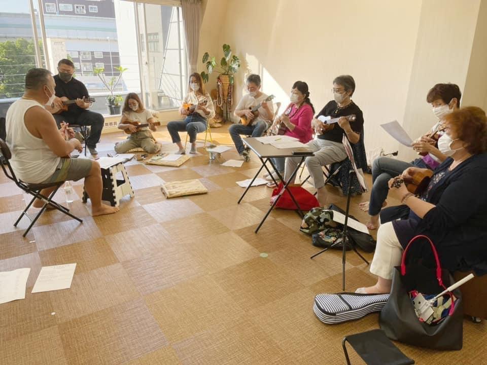 本場ハワイの講師による、ウクレレレッスンも開催。ハワイの文化に触れることができると好評です!